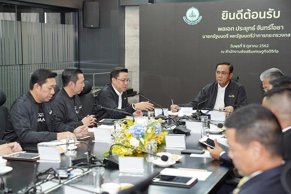 """นายกฯ เยี่ยมชมภารกิจ """"ดีป้า"""" สั่งการขับเคลื่อนไทยสู่ดิจิทัลฮับอาเซียน"""